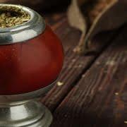 Yerba mate infusión popular en sudamérica