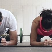 Las rutinas HIIT nos aportan grandes beneficios en poco tiempo. Si quieres quemar grasas y fortalecer tu cuerpo, el HIIT es tu ejercicio ideal - Susarón
